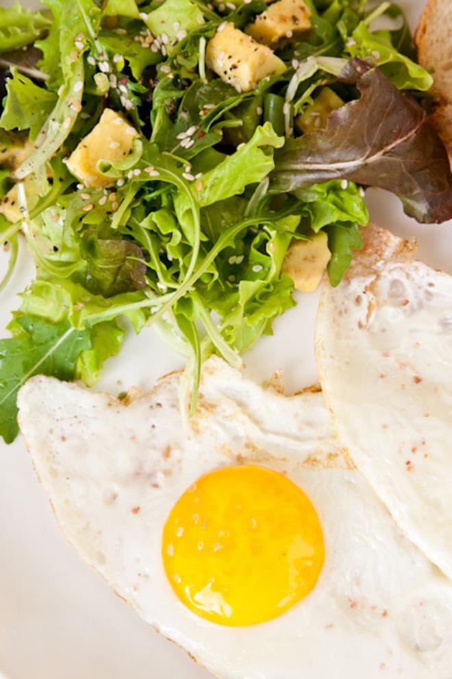 BiteDelite-jajka-sadzone-z-salatka-0569
