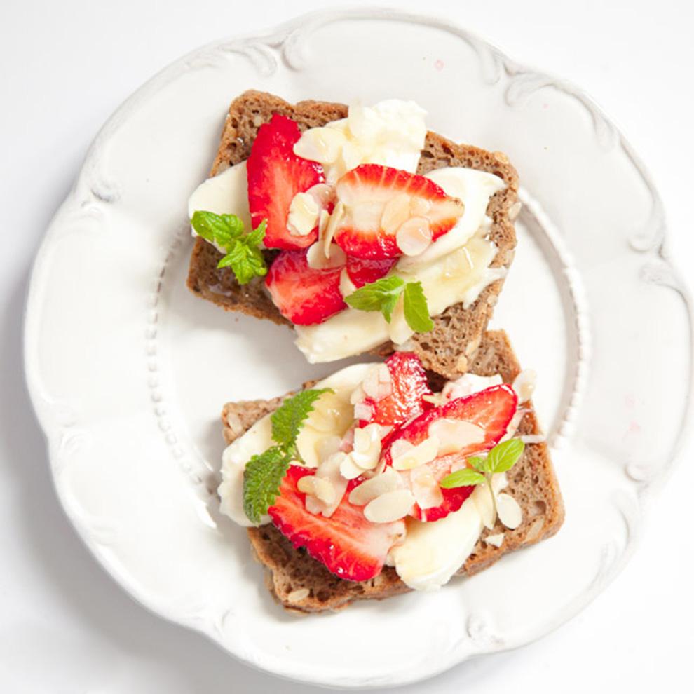 BiteDelite-kanapki-z-mozzarella-i-truskawkami-5423