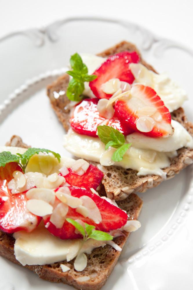 BiteDelite-kanapki-z-mozzarella-i-truskawkami-5424