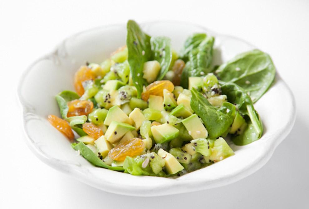 bitedelite-salatka-szpinak-kiwi-awokado-900