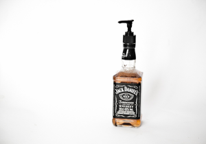 byYoa-diy-jack-danniels-soap-7150