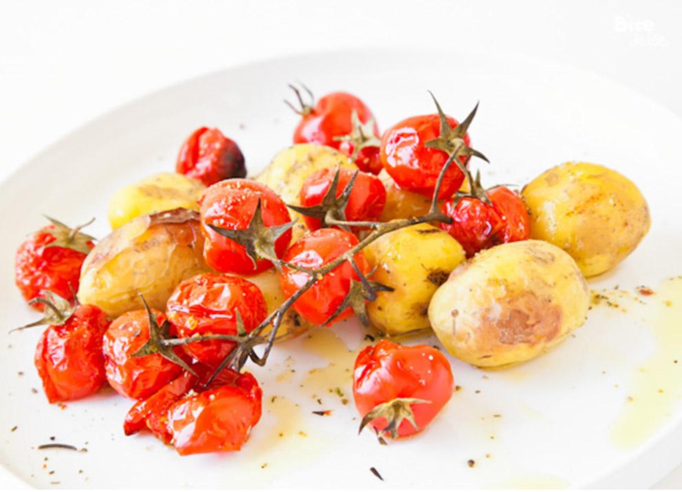 A9BiteDelite-mlode-ziemniaki-z-pomidorami-koktajlowymi-0693