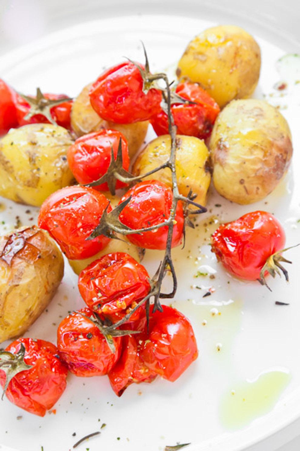 BiteDelite-mlode-ziemniaki-z-pomidorami-koktajlowymi-0698