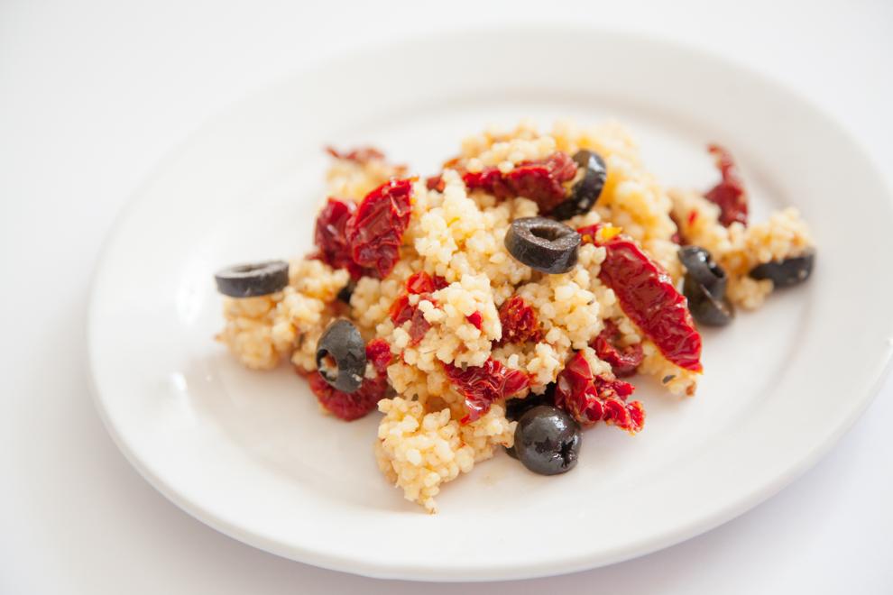 BITEDELITE-kasza jaglana z suszonymi pomidorami i oliwkami -2255