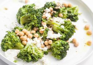 BITEDELITE-salatka-brokuly-ciecierzyca-feta-1762