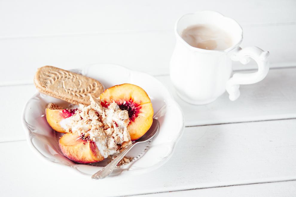 BITEDELITE_sniadanie-brzoskwieniowe-crumble-3921